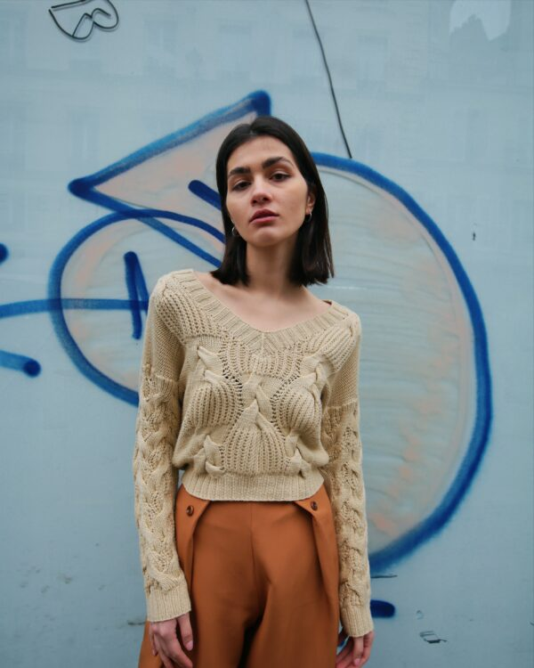 kahlo braids sweater beige 2